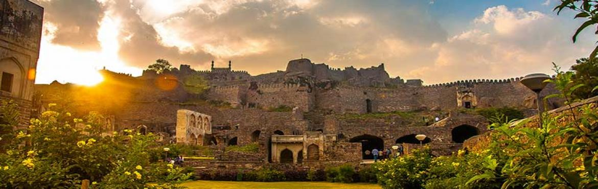 Book Online Tickets for Unseen Golconda, Untold Stories. , Hyderabad.  Come, experience Golconda through the love stories of kings and commoners narrated on a walk through unchartered territory of the historic fort city of Golconda. Gathering Point :  Golconda Zeeshan Hotel. Google Pin :  https://www.goo