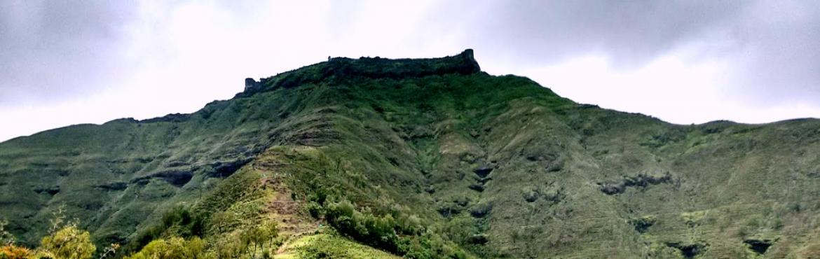 Book Online Tickets for Toofani Rohida Trek, Pune. Brief: This historic fort is known to be from the period of Yadavas. Carvings on the 3rd entrance gate of the fort suggest that the fort was modified by Mohammad Adil-Shah. It also depicts the conquest of this fort in May 1656. Shivaji Maharaj won th
