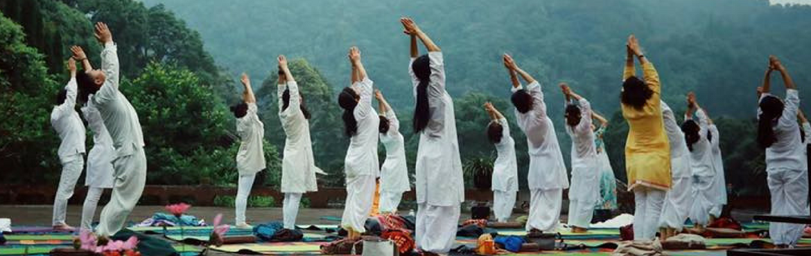 Book Online Tickets for Yoga and Meditation Wellness Retreat for, Rishikesh. A WEEK OF REJUVENATION AND HEALTH AT RISHIKESH Imagine waking up to green mountains and honoring the sun on banks of Ganga with multiple rounds of salutations.  Contemplate giving your whole body the twists and bends that make the bloo