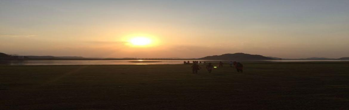 Book Online Tickets for Camping Beneath Starry Skies at Koil Sag, Hyderabad. The Koil Sagar reservoir stretches across the Peddavagu, a minor tributary of the Krishna River. The western stretch of this picturesque reservoir is surrounded by high hills, making it a beautiful spot and is a treat for sore eyes during sunri