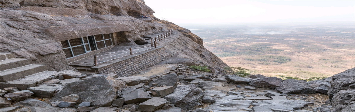 Book Online Tickets for NANEGHAT NIGHT TREK ON 20th 21st April 2, Ghatghar. It\'s the one of the ancient trade routes, existing right from the Satvahanas, which ghats and was in extensive use to transport goods arriving at the Junnar which was then a flourished market place.100\'s of years gone but still villagers at the gha