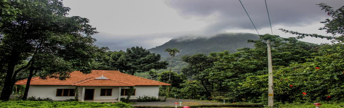 Book Online Tickets for Trek to Paitalmala, Kerala , Bengaluru.       Paitalmala is a charming hill station in North Kerala of the Western Ghats. Standing at the height of 4,500 feet, the summit offers you a 180-degree view of both Kerala and Karnataka range. The beauty has allured many of the