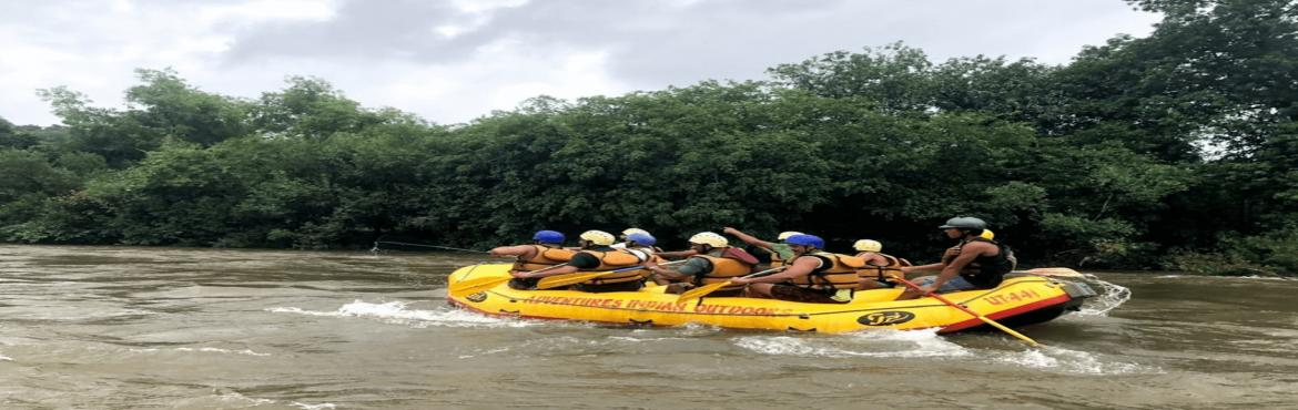 Book Online Tickets for White-water Rafting in Kolad, Kolad.  Get a kick of adrenaline as you thrash raging rapids on the River Kundalika! You\'ll raft over a 12 kms stretch, surrounded by lush greenery and melodic birdsong. Though you will tackle Grade II and III rapids, there will be some peaceful stre