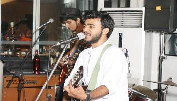 Deepak Acoustic Solo Professional Singer Live at Lord of the Drinks - A StarClinch Artist