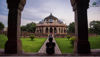 A walk through the Humayun Tomb to Nizamuddin Dargah